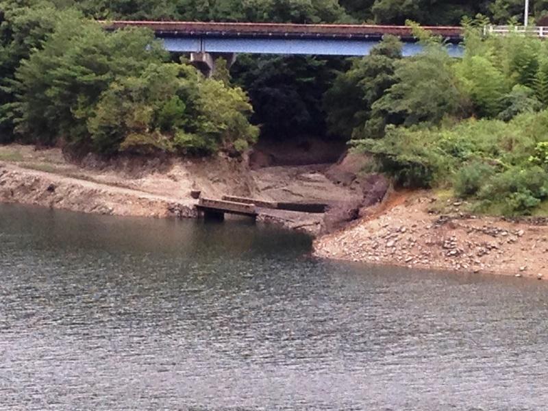 滝畑ダムに沈んでいた橋が露出?