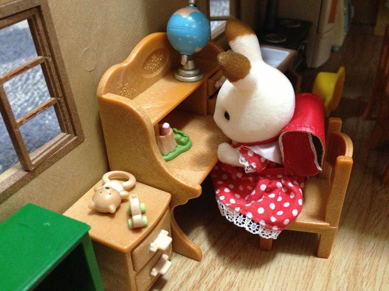 学習机とランドセルとショコラウサギちゃん