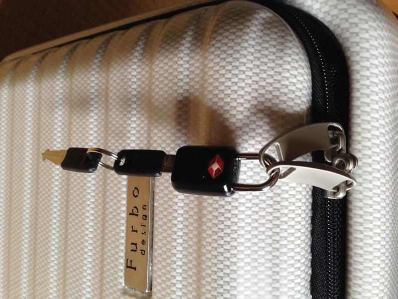 ポケット部の南京錠と鍵