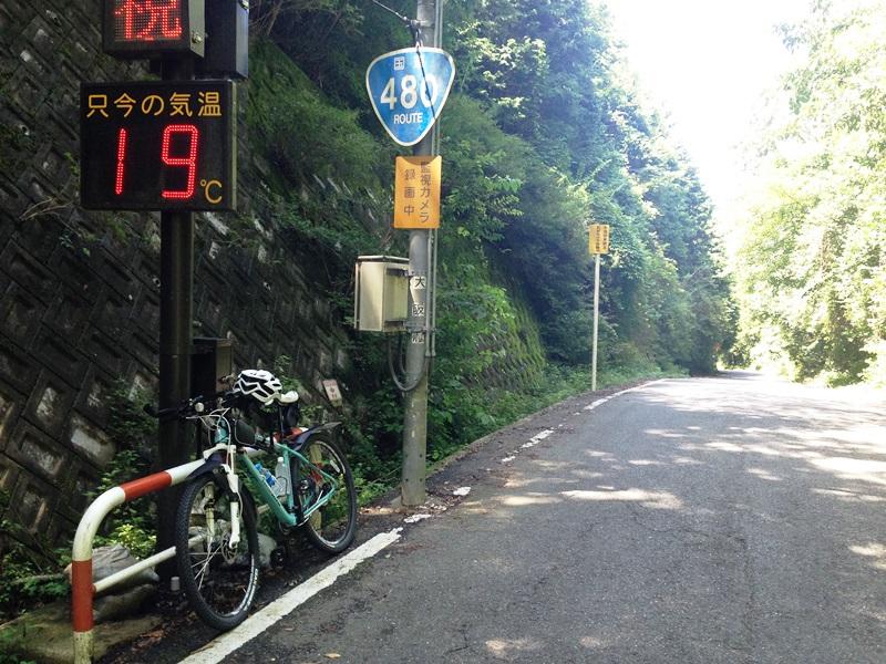 鍋谷峠から大阪側を見る