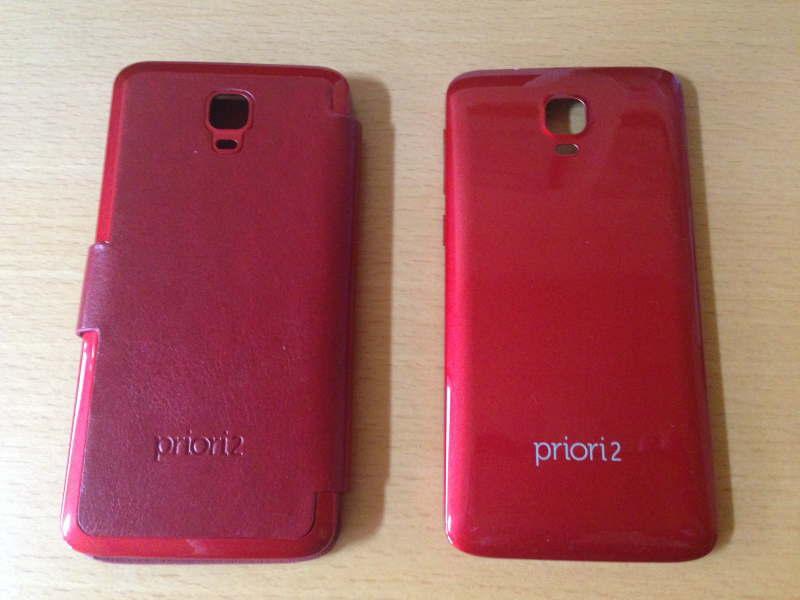 freetel「priori2」のフリップカバーとノーマルの背面カバーの背面