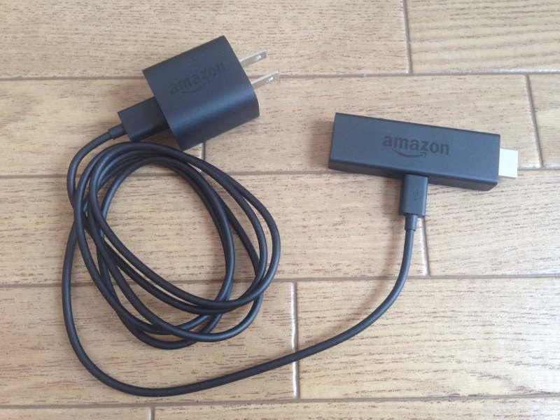 Fire TV StickをUSBケーブルでACアダプタと繋ぐ
