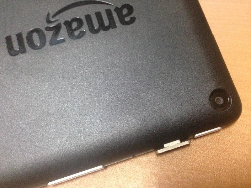 KindleFireにXcableの端子を取り付けた状態