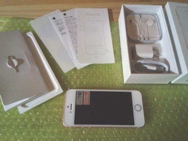 中古のドコモ版iPhoneSE(64GB)同梱品