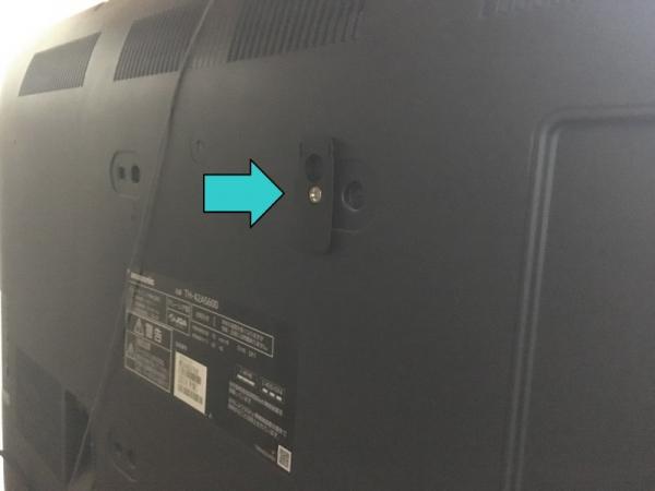 バッファロー・HDMIセレクターBSAK302の取付パーツをテレビ背面に取り付け