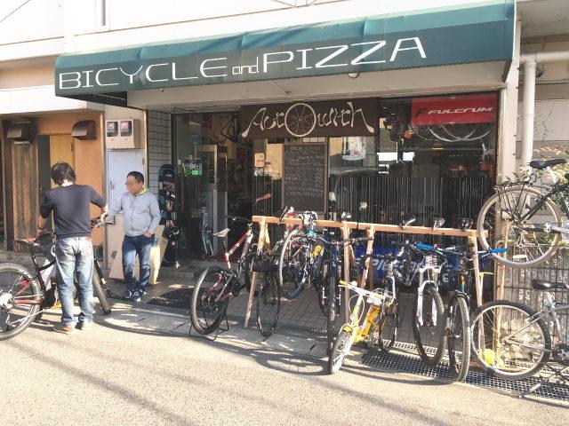 自転車とピザの店「ACT WITH」
