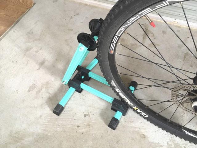 軽すぎるので自転車を立てるときにすぐに動いてしまう