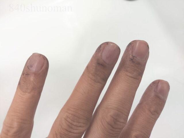 手櫛を通すと真っ黒に…